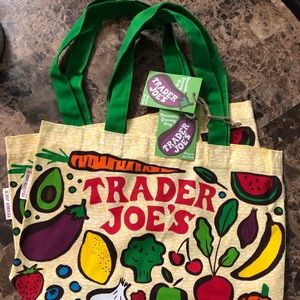 2 TRADER JOE'S ECO FRiENDLY SHOPPiNG BAGS ♻️